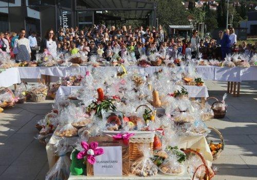 Proslava Dana kruha na trgu ispred Općine